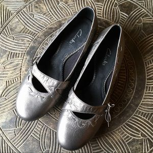 CLARKS Metallic Leather Heels with Stitching 8